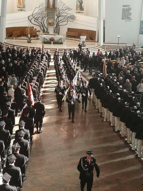 Oglądasz obraz z artykułu: Pielgrzymka strażaków do Łagiewnik 2016