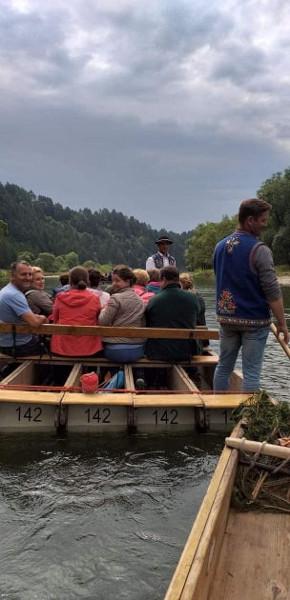 Oglądasz obraz z artykułu: KGW-Wyjazd na spływ Dunajcem i podziwianie gór z innej strony.